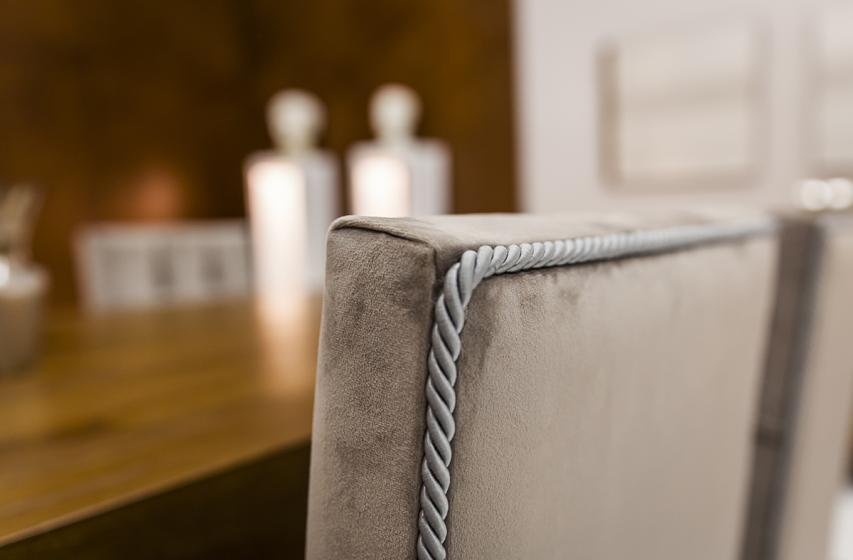 Λεπτομέρεια καρέκλας με κορδόνι